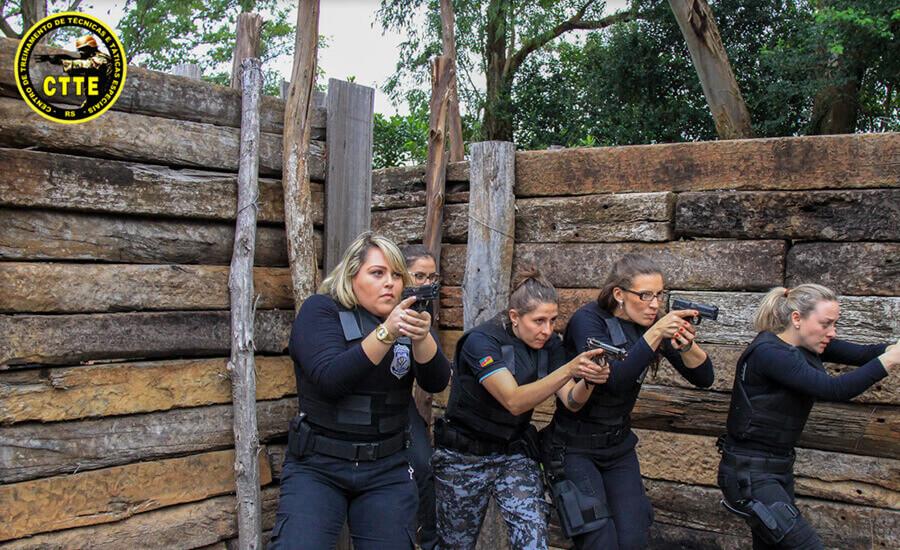 COMBATE POLICIAL A CURTA DISTÂNCIA - A QUEIMA-ROUPA
